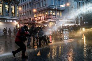 Las protestas terminaron en enfrentamientos con la policía Foto:AFP. Imagen Por: