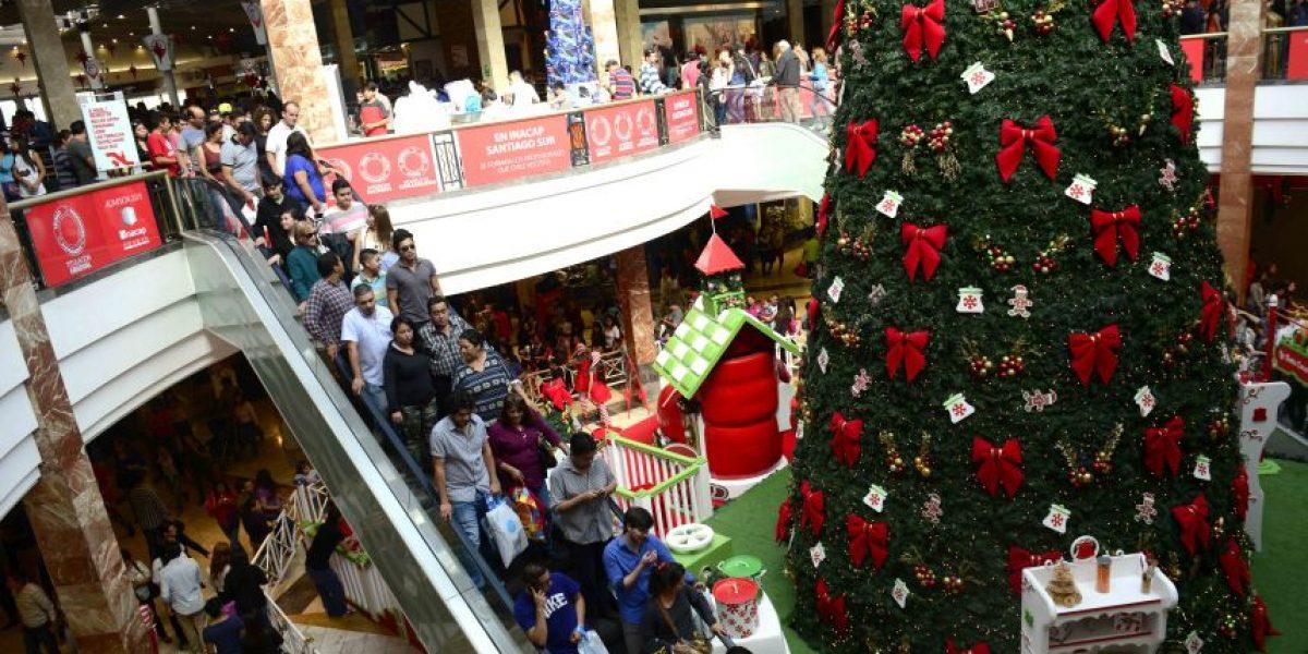 En época de regalos: mujer robó a empresa de retail $300 millones en gift cards