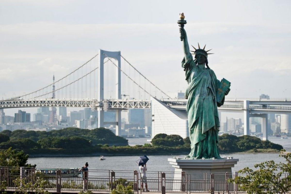 Existen réplicas en todo el mundo, por ejemplo, esta ubicada en Japón. Foto:Getty Images. Imagen Por: