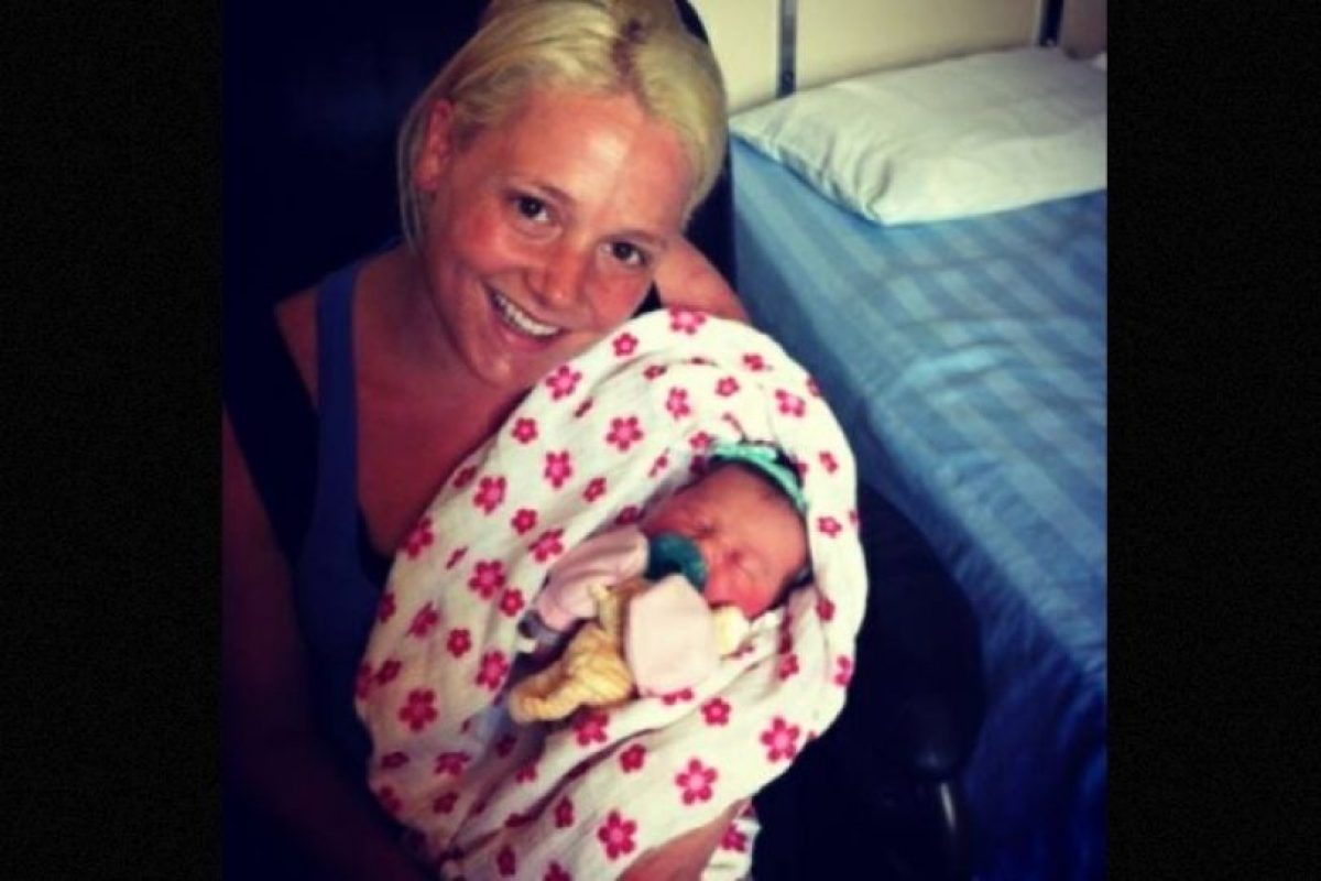 Un grupo de adolescentes de Canadá ayudaron a la policía a capturar a una mujer que había robado a una bebé recién nacida. La criminal de 21 años se vistió como enfermera y tomó a una niña del hospital donde fingía trabajar. Foto:Vía Facebook. Imagen Por: