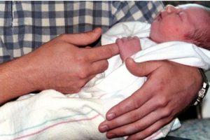 Pues cuando su madre fue a alimentarla, la niña tenía los labios hinchados y estaba llena de llagas. Foto:Getty Images. Imagen Por:
