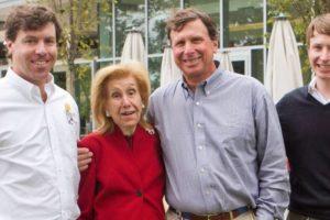 7. La estadounidense Anne Cox Chambers ha forjado una fortuna estimada en 17 mil millones de dólares, con su empresa de telecomunicaciones Cox. Foto:Vía facebook.com/CoxEnterprises. Imagen Por: