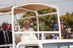 La visita a la República Centroafricana marca el final del primer viaje apostólico de Francisco al continente Foto:AP. Imagen Por: