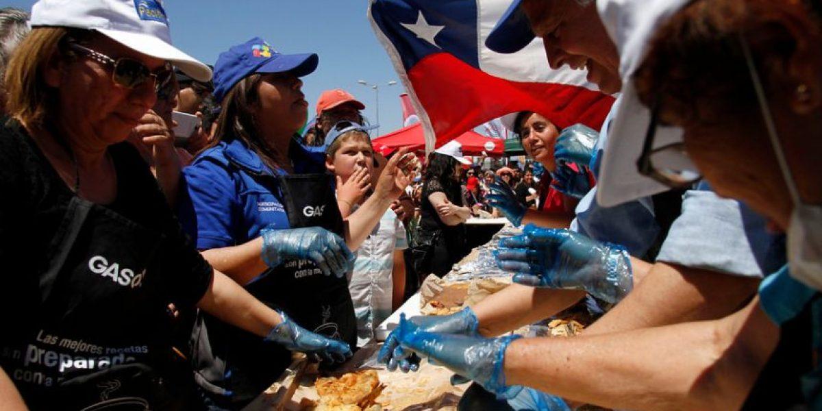 Talcahuano: cocinan 500 metros de pescado frito y buscan romper récord