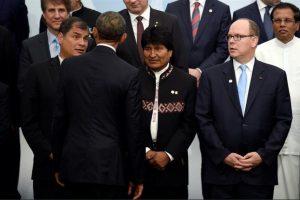 Evo Morales, junto a Rafael Castro, Barack Obama (de espaldas) y el príncipe Alberto II de Mónaco. Foto:Efe. Imagen Por: