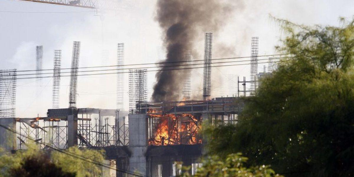 La Florida: arrestan a seis personas tras incendio en clínica en construcción