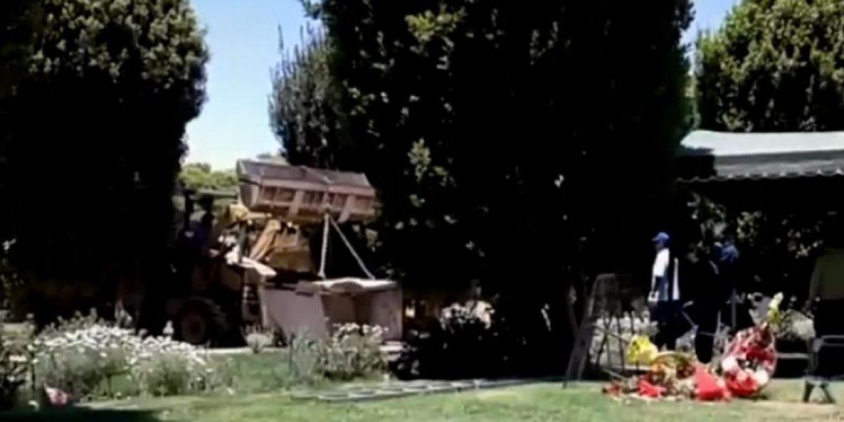 Familia denuncia que cementerio retiró ataúd sin explicación alguna y lo rompió