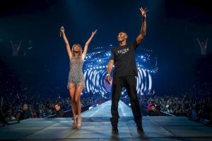2015, de invitado especial de Taylor Swift Foto:Getty Images. Imagen Por: