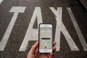 8. La tarifa de Uber se cobra de la siguiente manera: Tarifa base + minutos en el auto + kilómetros recorridos. Además, cada tipo de auto tiene una tarifa mínima y una tarifa de cancelación. Foto:Getty Images. Imagen Por: