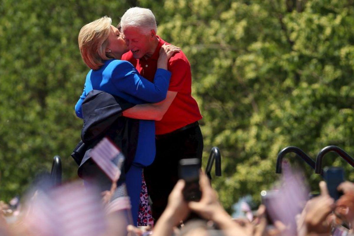 """7. Durante su mandato tuvo un escándalo por tener una """"relación inapropiada"""" con la becaria Mónica Lewinsky. Foto:Getty Images. Imagen Por:"""