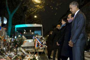 Así fue la sorpresiva visita de Barack Obama al Bataclan Foto:AP. Imagen Por: