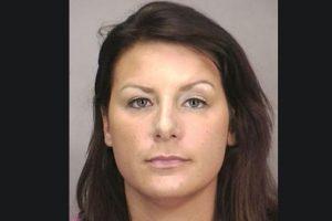 Tara Driscoll fue arrestada por tener relaciones sexuales con un estudiante menor de edad en un motel de Nueva York Foto:Nassau County Police Department. Imagen Por: