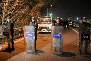 Por seguridad las autoridades decidieron suspender los servicios en la red del metro. Foto:AFP. Imagen Por: