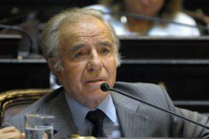 El ex presidente Carlos Menem está acusado de supuesto encubrimiento en el atentado contra el centro judío AMIA en 1994 Foto:AFP. Imagen Por: