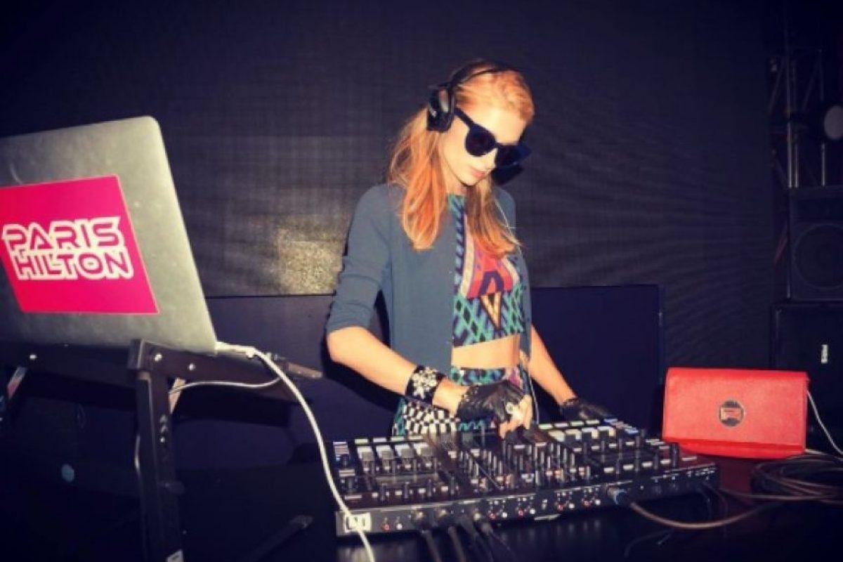 Y en una famosa DJ. Foto:vía instagram.com/parishilton. Imagen Por: