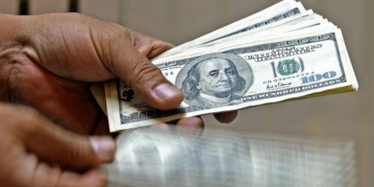 Precio del dólar se desploma $8