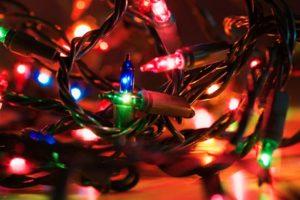 Pero la tradición de encender las luces en los meses de invierno no empezó por la estética. Foto:Wikicommons. Imagen Por: