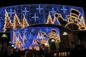 En el 1900, ocho años después de que General Electric comprara los derechos de la patente para las bombillas de Edison, apareció el primer anuncio conocido de luces para el árbol de Navidad en la revista Scientific American. Foto:Wikicommons. Imagen Por:
