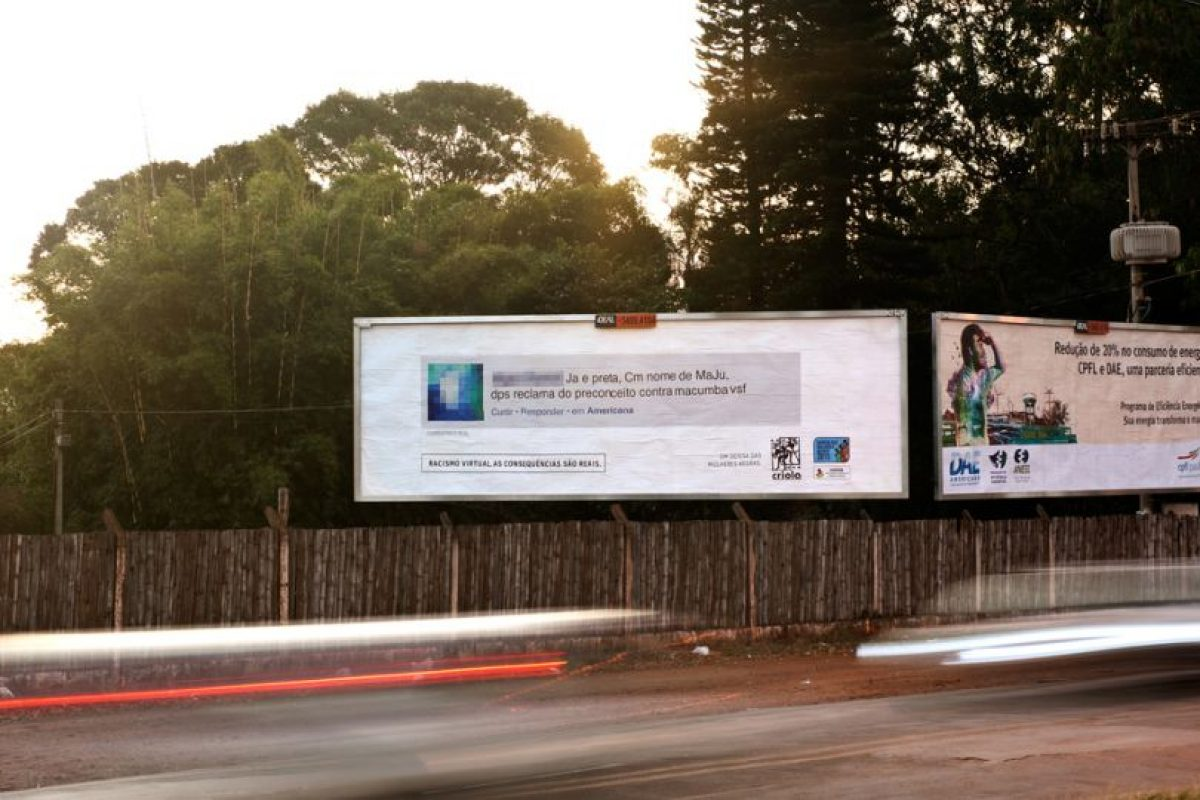 """Esta valla dice: """"Una chica negro llamada 'Maju'? No puede quejarse de los prejuicios del vudú."""" Foto:racismovirtual.com.br/. Imagen Por:"""