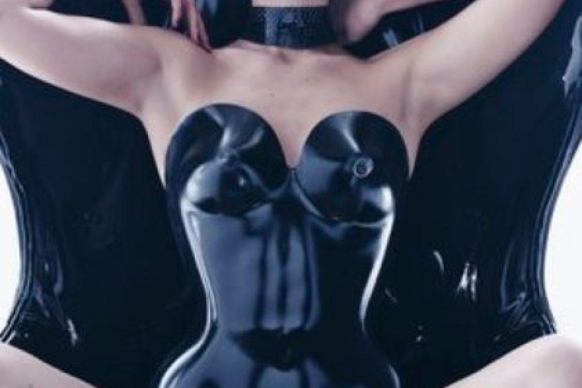 Gigi Hadid. Foto:vía Pirelli. Imagen Por: