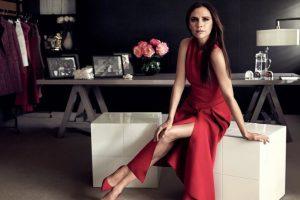 3. La socialité Victoria Beckham es duramente criticada por emplear a modelos extremadamente flacas. Foto:Vía Instagram/VictoriaBeckham. Imagen Por: