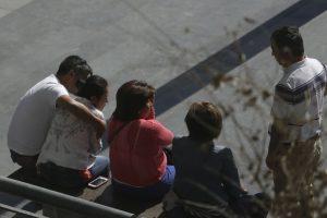 Personas esperando durante la formalización. Foto:Agencia Uno. Imagen Por: