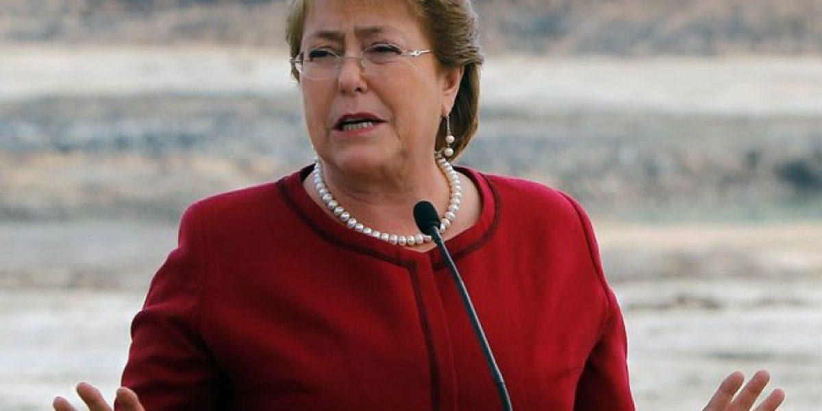 Adimark: aprobación de Bachelet cae tres puntos y llega al 26%