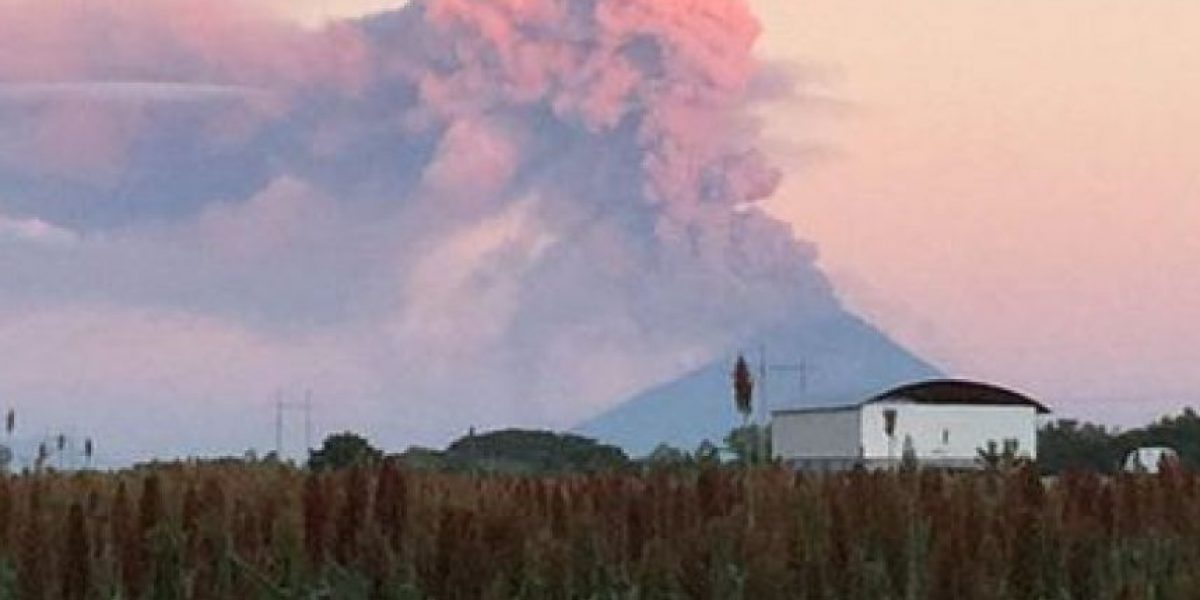 El volcán nicaragüense Momotombo entra en erupción después de 110 años