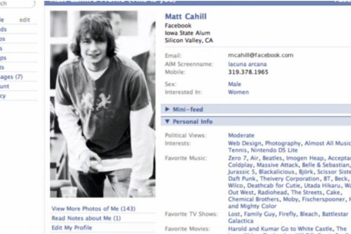 """2005. """"The"""" es eliminado del nombre de la red social. Foto:Facebook. Imagen Por:"""