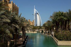 Ciudades como Dubai, en Emiratos Árabes Unidos y Bandar Abbas, en Irán, podrían alcanzar temperaturas promedio muy superiores a los 35ºC (95F), el límite para una supervivencia humana óptima. Foto: Getty Images. Imagen Por: