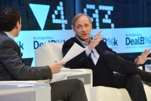 Ray Dalio, fundador de Bridgewater Associates Foto: Getty Images. Imagen Por: