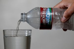 Costa Rica es el país más caro: 2.35 dólares por botella. Foto:Getty Images. Imagen Por: