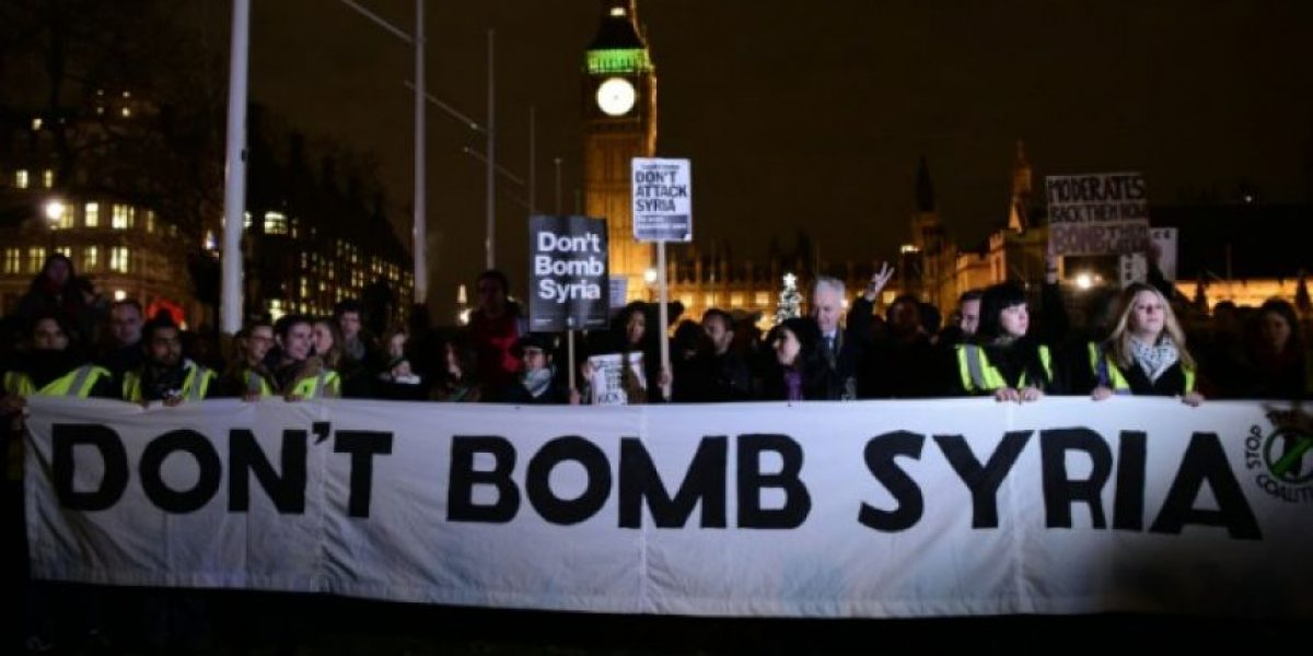 Protestan en Londres contra la guerra en Siria
