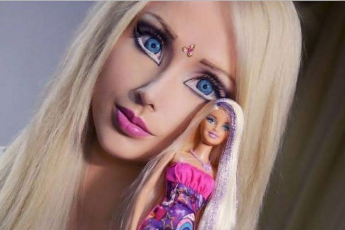 """La """"Barbie Humana"""" es ucraniana, fue la primera de su tipo en operarse y ser polémica por su aspecto. Aunque ella dice que no tiene cirugía alguna. Foto:vía Facebook/Valeria Lyukanova. Imagen Por:"""