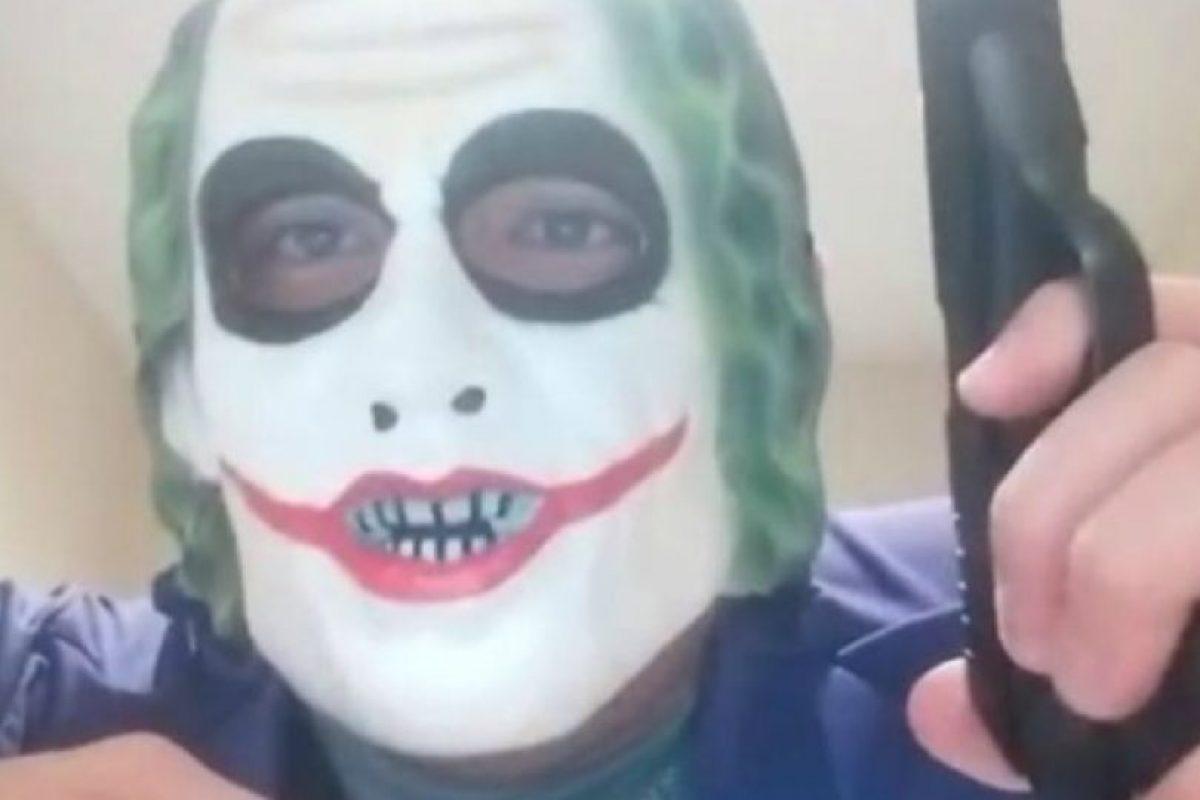 """Un joven de 24 años disfrazado de """"The Joker"""", amenazó con matar a un musulmán. Foto:Vía Twitter. Imagen Por:"""