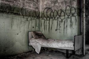 Cama de un hospital siquiátrico olvidado en Italia Foto:Reproducción. Imagen Por: