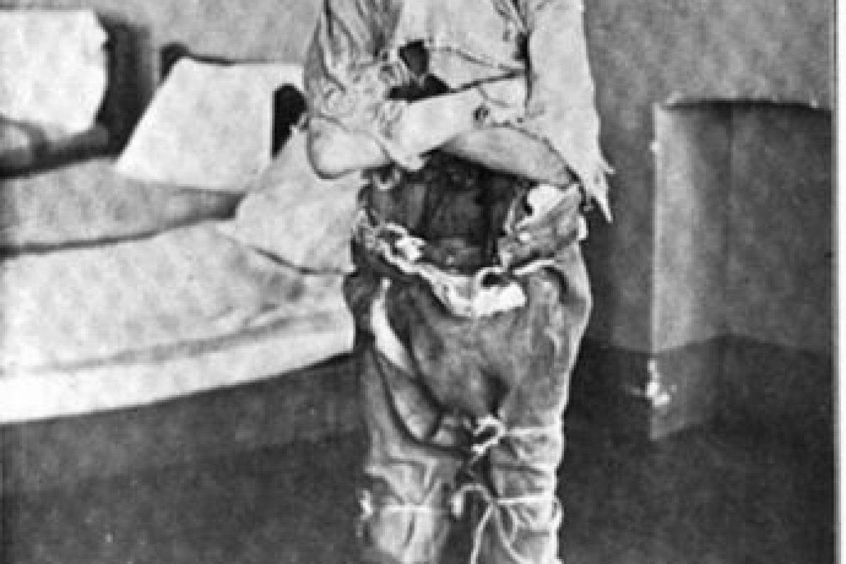 Así se vestía a sí mismo un paciente siquiátrico del siglo pasado Foto:Reproducción. Imagen Por: