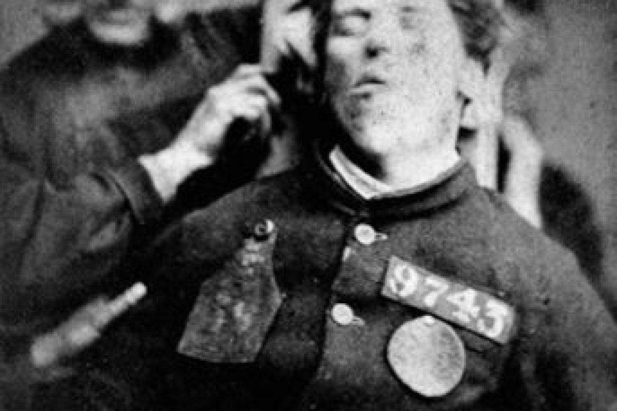 Paciente rebelde atrapado por guardias Foto:Reproducción. Imagen Por:
