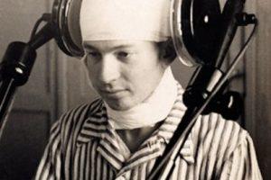 Tratamiento cerebral en 1920 Foto:Reproducción. Imagen Por: