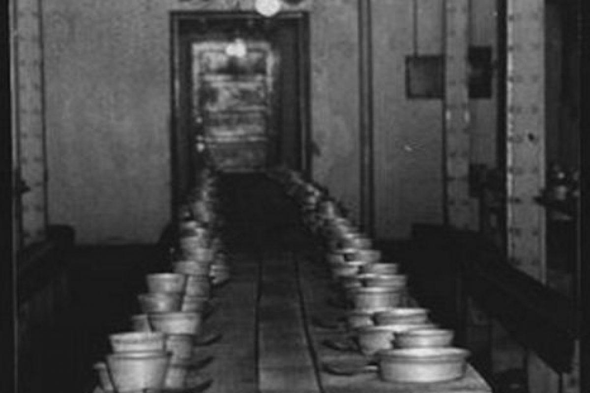 Un sótano y un improvisado comedor en un hospital siquiátrico Foto:Reproducción. Imagen Por: