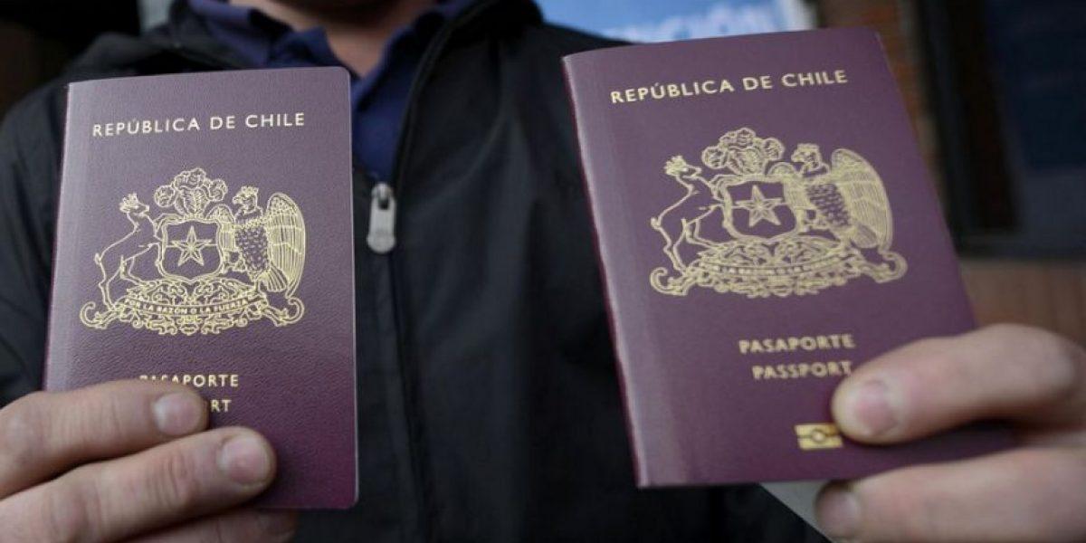 ¿Por qué las autoridades pagan por el pasaporte la mitad que el resto de los chilenos?