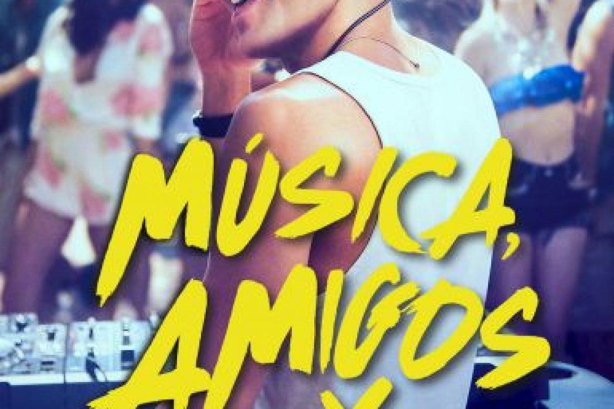 """""""Amigos, música y fiesta"""". Disponible a partir del 16 de diciembre. Foto:vía Netflix. Imagen Por:"""