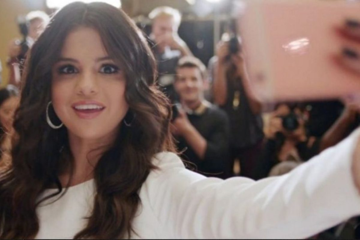 Selena Gómez fue la primera en tener el iPhone 6s oro rosado. Foto:Apple. Imagen Por: