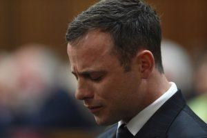 Asesinó a su novia, Reeva Steenkamp, con cuatro disparos tras golpearla con un bat en la cabeza. Foto:Getty Images. Imagen Por: