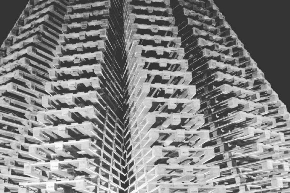 Se usaron 1200 estibas y 3 mil tornillos para construir este árbol, que pesa 28 mil kilogramos (aproximadamente 61200 libras). Foto:vía Instagram. Imagen Por: