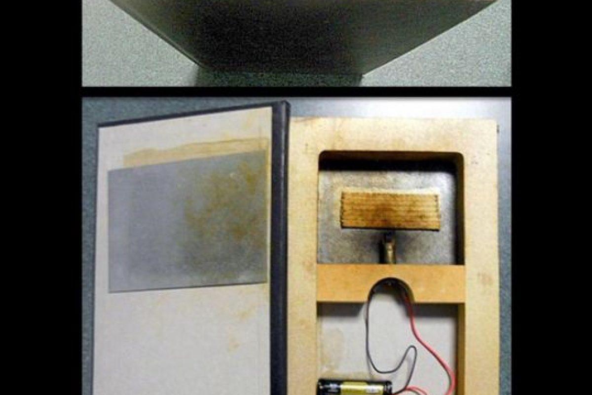 Artículo de magia que parece un explosivo. Está diseñado para que el libro se incendie. Foto:Vía Instagram.com/tsa. Imagen Por: