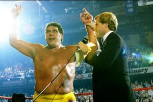 2. Andre el Gigante. The Main Event de 1998. Venció a Hulk Hogan, pero el réferi levantó las manos a ambos, dejando el título vacante Foto:WWE. Imagen Por: