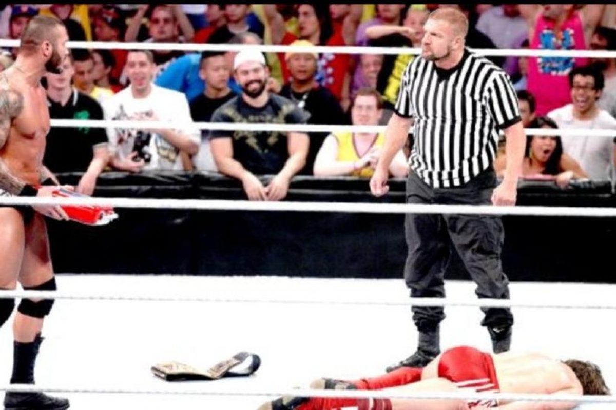"""9. Daniel Bryan. Obtuvo el campeonato en el SummerSlam de 2013, pero después fue sorprendio por Orton y su """"Dinero en el Banco"""" Foto:WWE. Imagen Por:"""