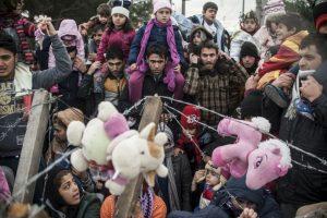 Migrantes protestan en la frontera de Grecia y Macedonia. Foto:AFP. Imagen Por: