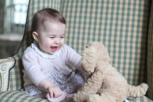 Los duques de Cambridge compartieron una nueva imagen de la princesa Carlota, quien ya tiene siete meses. Foto:AFP. Imagen Por:
